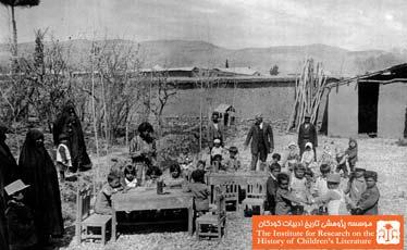 جبار باغچه بان در کودکستان شیراز در حال اجرای نمایش