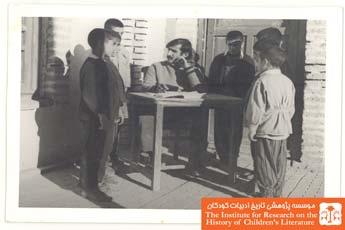 منصور یاقوتی و دانش آموزان