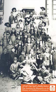 دانش آموزان در لباس نمایش مولیر، اصفهان