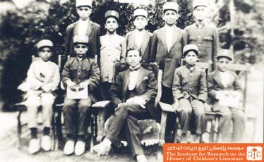 مدرسهی پسرانه، فارغ التحصیلان و معلمشان، کاشان