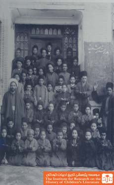 دانش آموزان و اولیاء نخستین مدرسهی رشدیه، تبریز