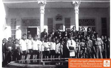 دانش آموزان پیشاهنگ و شیر و خورشید دبستان اله وردیخان اصفهان