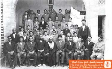 معلمین و دانش آموزان کلاس ششم دبستان دولتی عصر پهلوی
