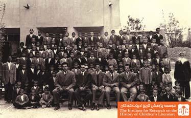 معلمین و دانش آموزان دبستان دولتی برزان