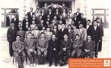 اولیا و دانش آموزان کلاس سوم دبیرستان دولتی کازرونی