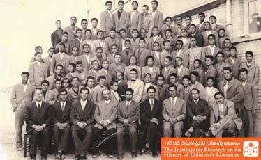 دبیران و دانش آموزان کلاس سوم دبیرستان دولتی شاه عباس