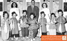 کودکان و مربیان کودکستان شاهپور در کنار اسلام (مدیر)، اصفهان